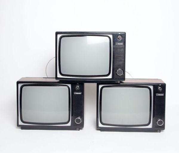 5: Fully working black & white 1970's Ferguson TV