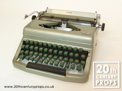 Non practical 1950's vintage ROYAL typewriter