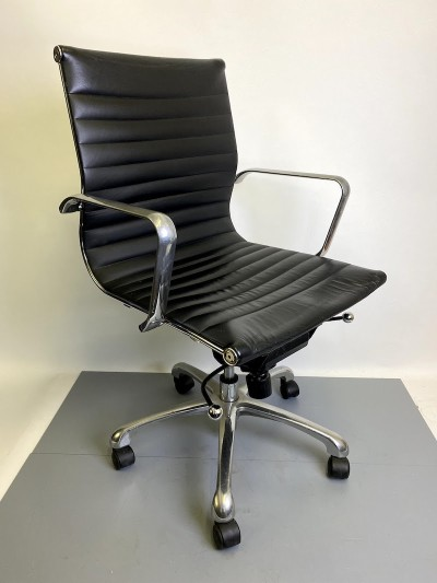 Black & chrome office desk chair