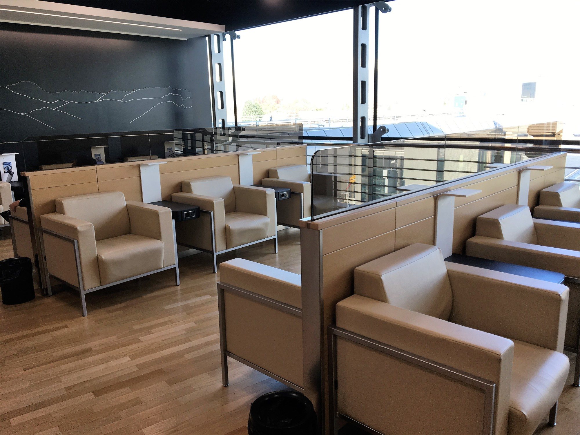 Trn Piemonte Lounge Reviews Photos Main Passenger Terminal  # Muebles Vaoli Leon