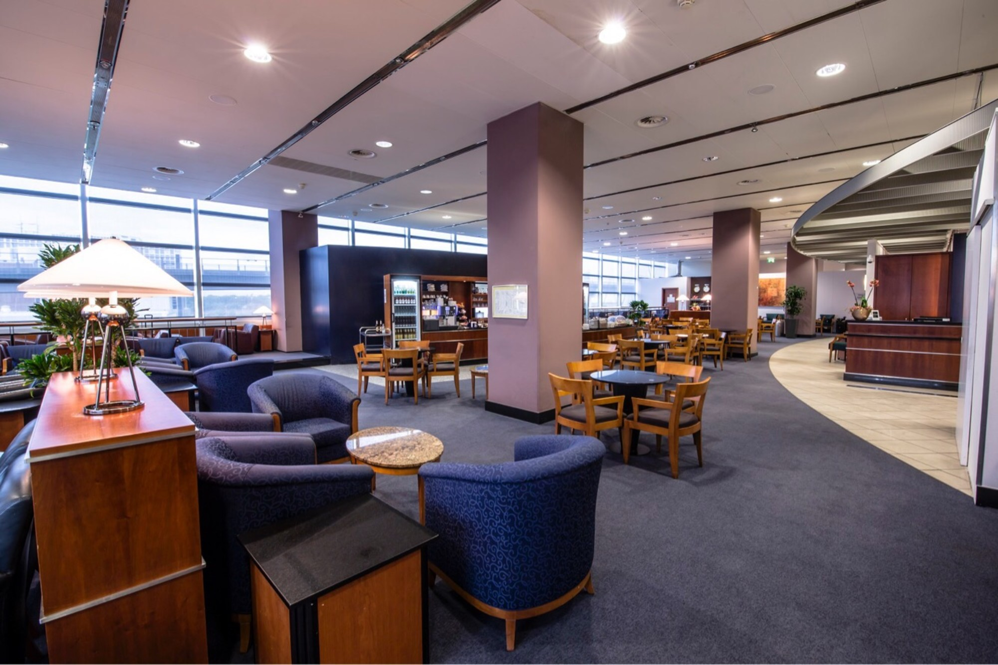 fra sky lounge reviews photos terminal 2 concourse d. Black Bedroom Furniture Sets. Home Design Ideas