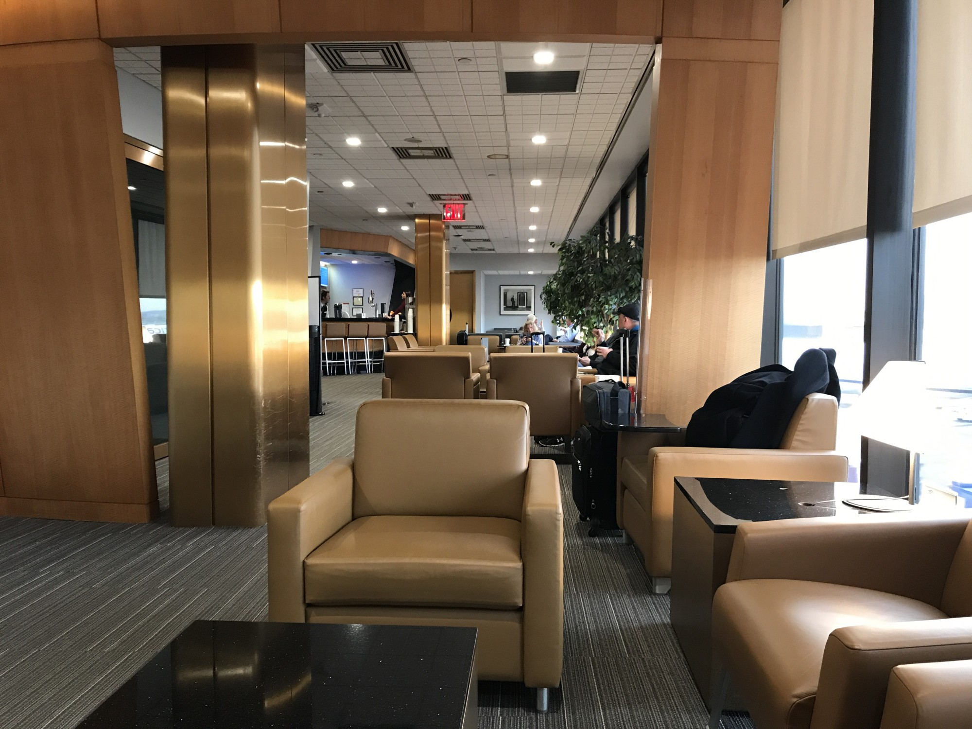 Ewr American Airlines Admirals Club Reviews Amp Photos