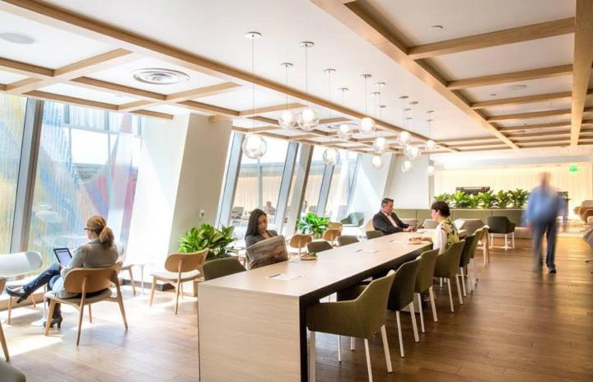 Lax Oneworld International Business Lounge Reviews