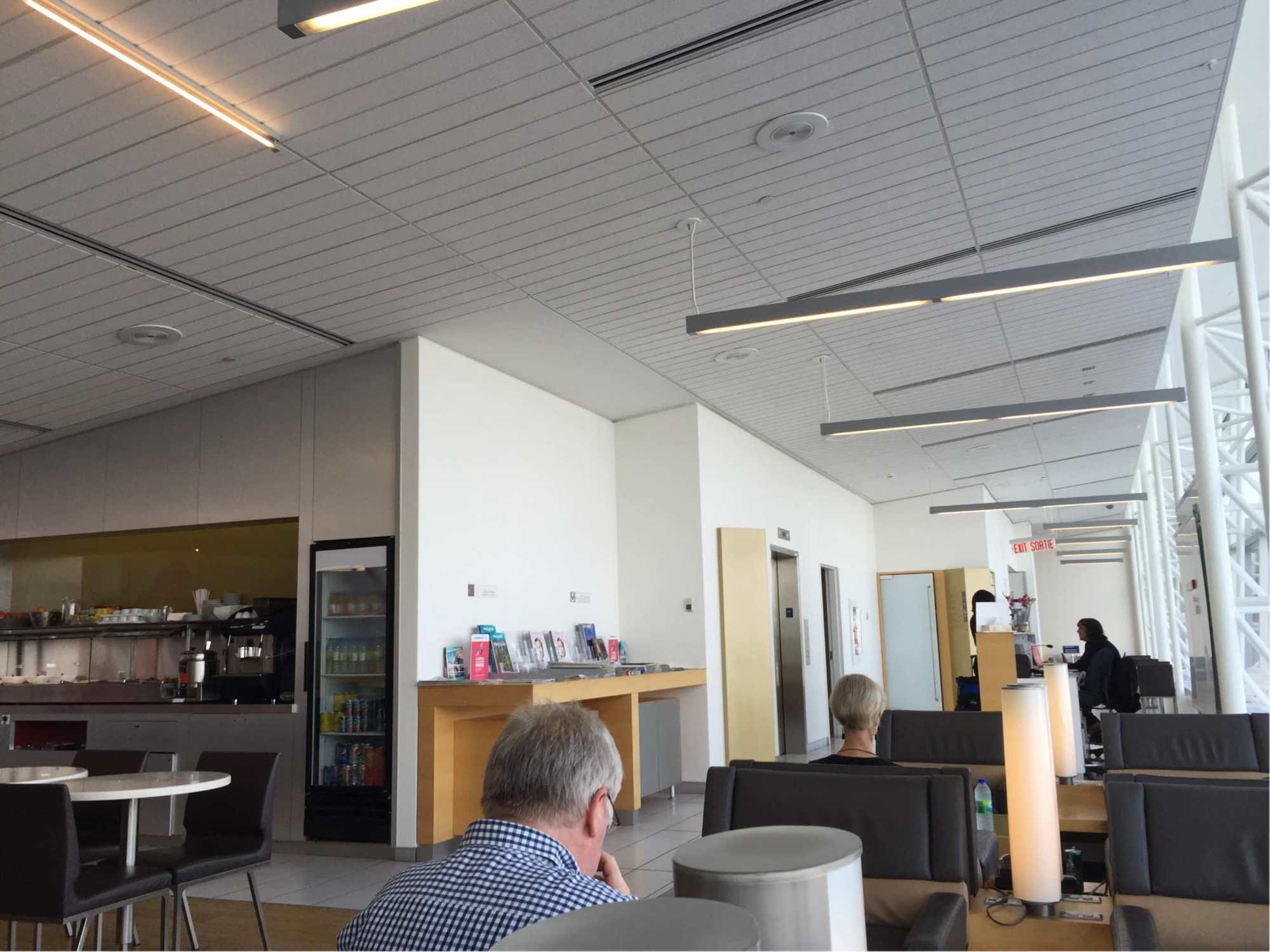 Yul air france klm lounge reviews photos international terminal montreal trudeau - Air france office montreal ...