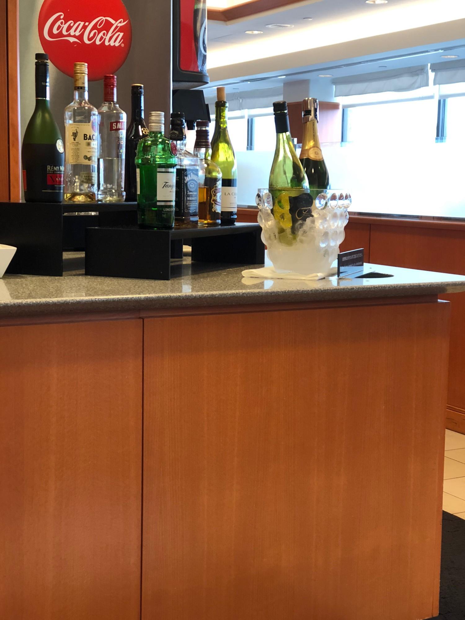 Hnl Japan Airlines Sakura Lounge American Airlines