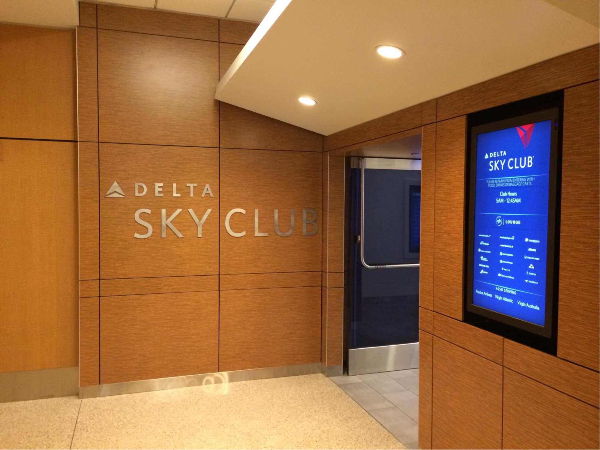 Sea Delta Air Lines Delta Sky Club Reviews Amp Photos