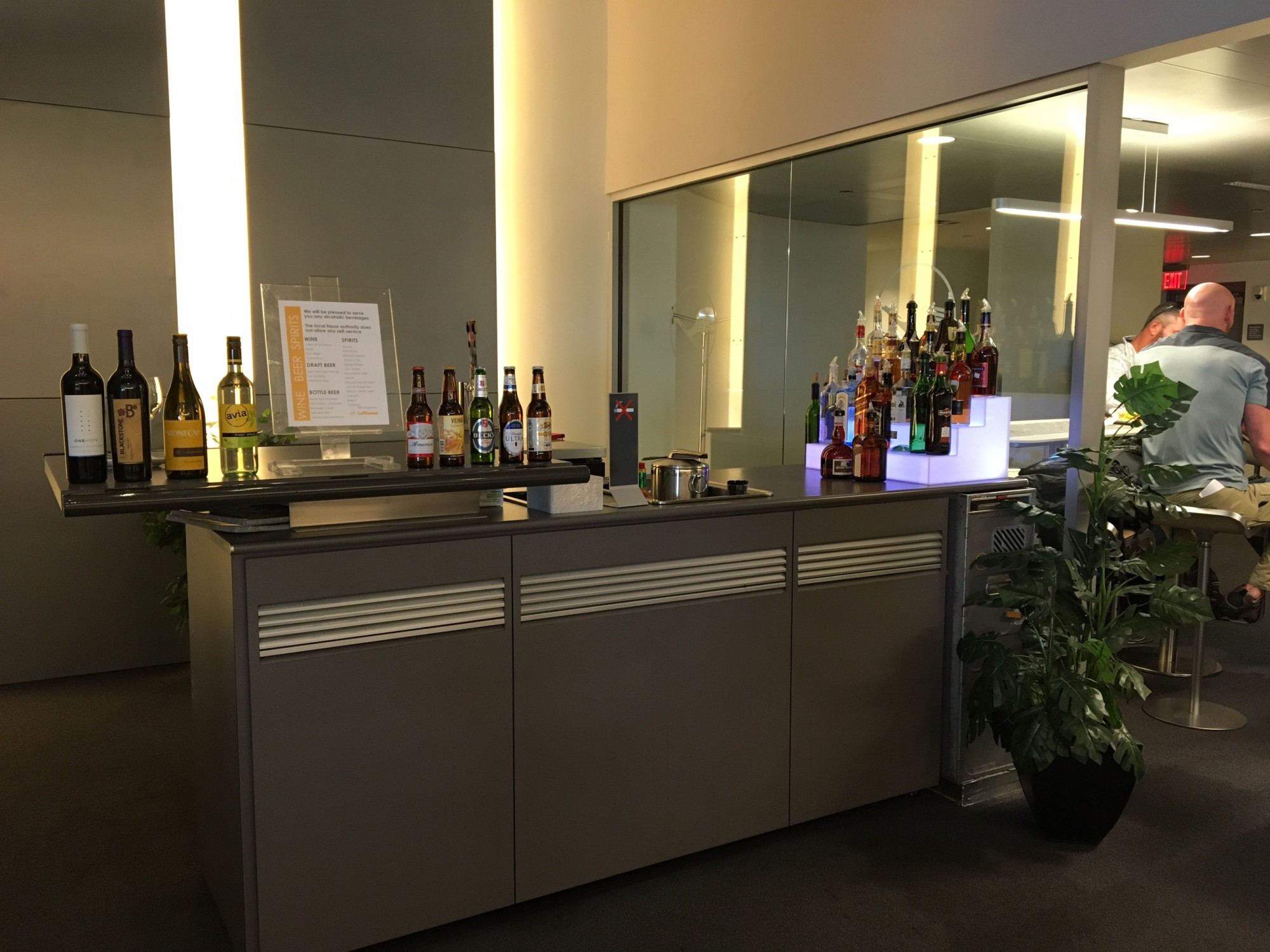 Iad Lufthansa Business Lounge Reviews Photos Concourse B Washington Dulles International Airport Loungebuddy