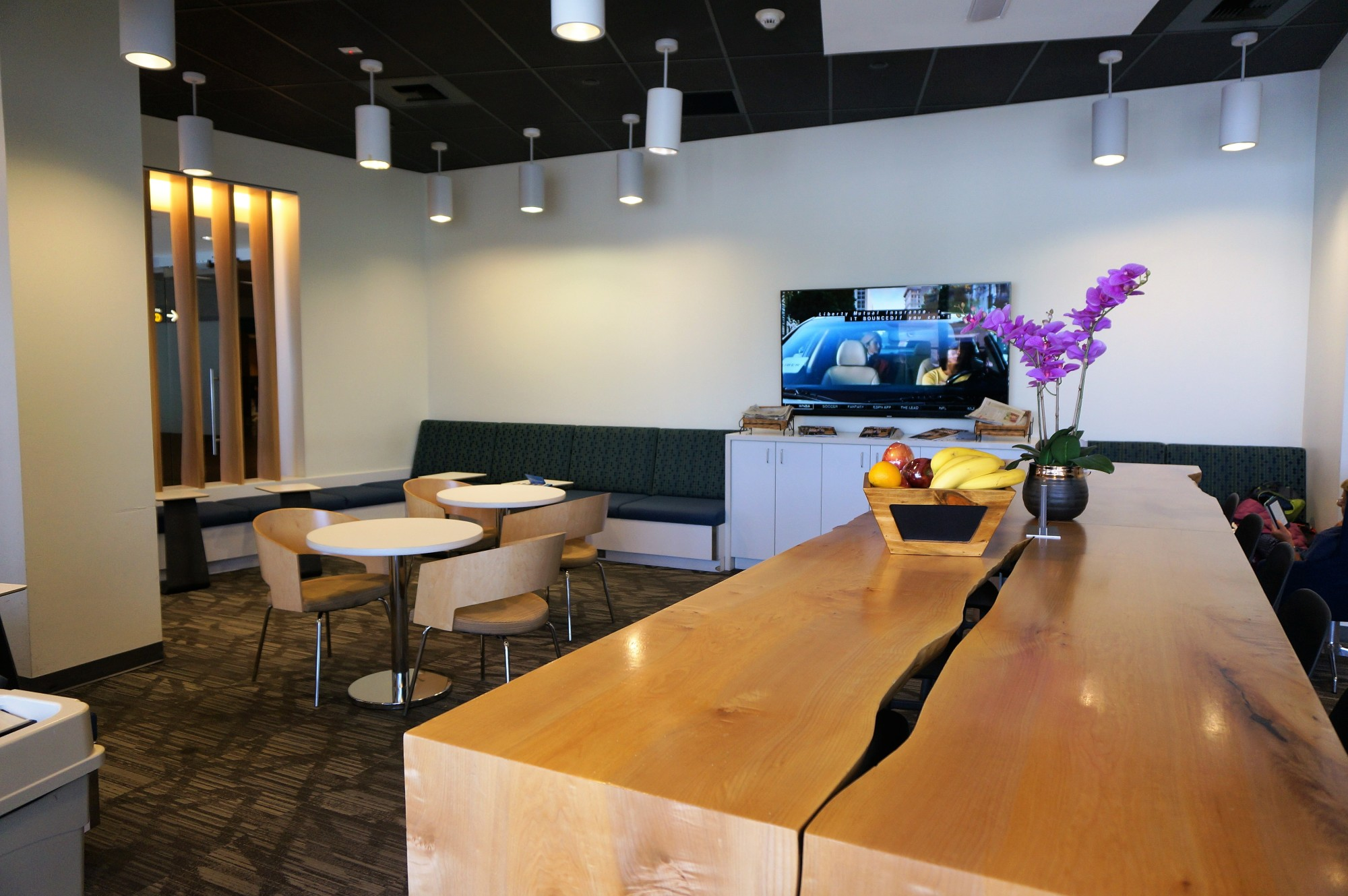 SEA: Alaska Airlines Alaska Lounge Reviews & Photos - North ...