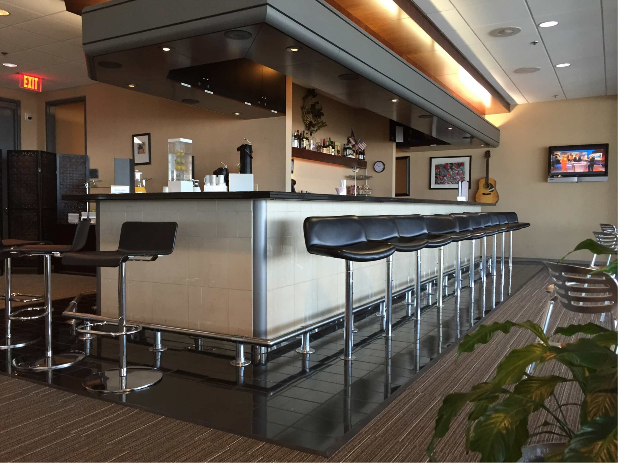 BNA: American Airlines Admirals Club Reviews & Photos - Main ...