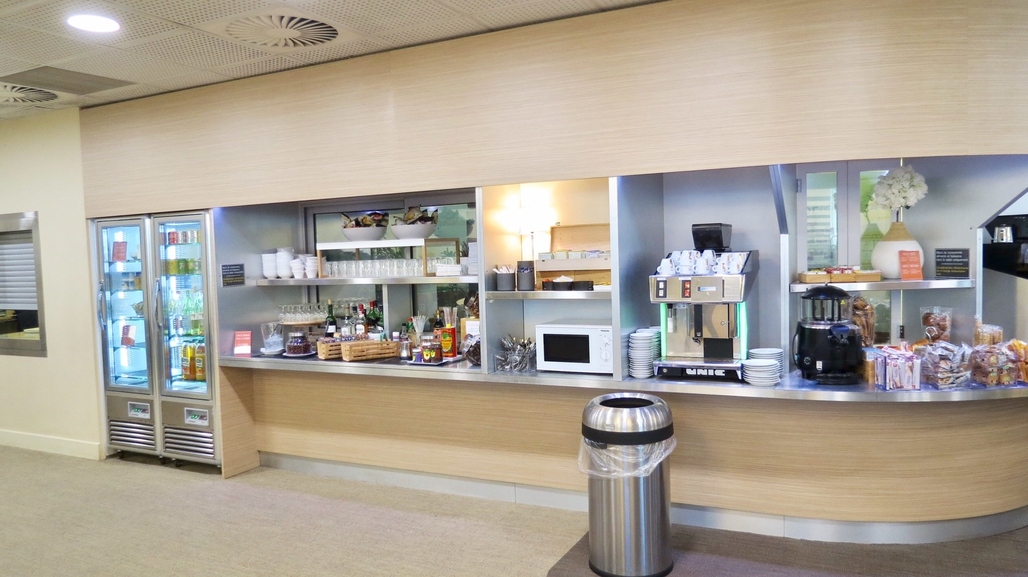 Nce The Canopy Lounge Reviews Photos Terminal 1 Non Schengen  # Cuisine Stockholm Darty