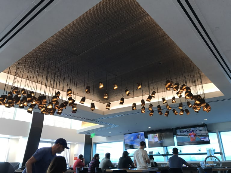 Sea Alaska Airlines Alaska Lounge Reviews Amp Photos