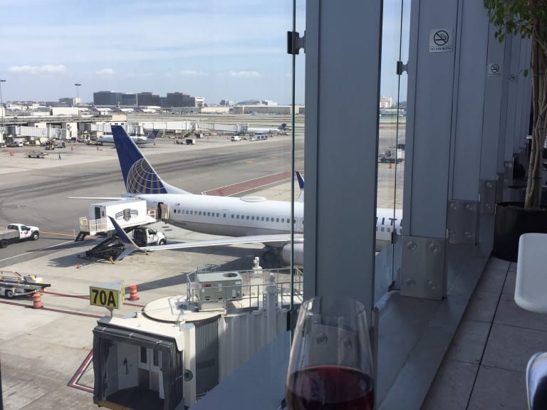 LAX: United Airlines United Club (Gate 71A) Reviews & Photos