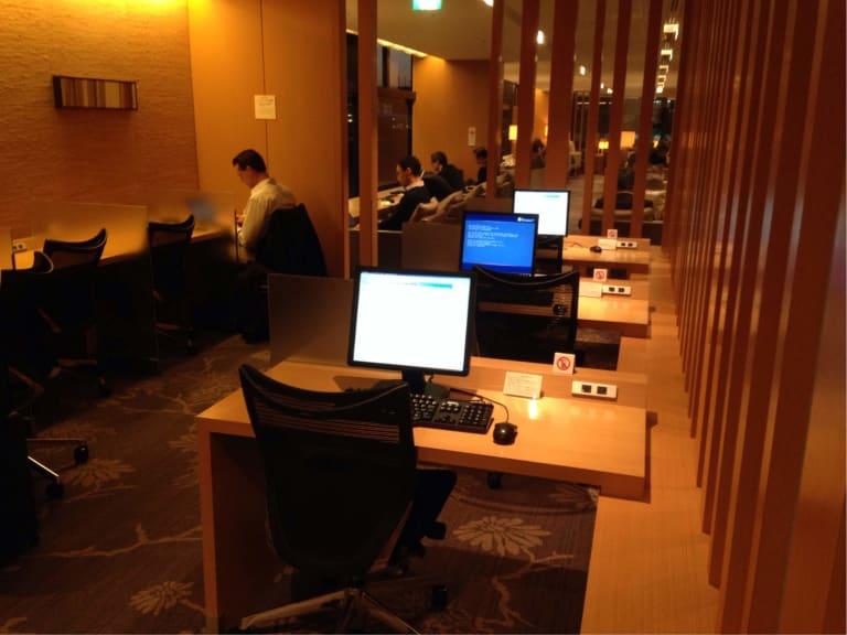 NRT: Japan Airlines Sakura Lounge Reviews & Photos