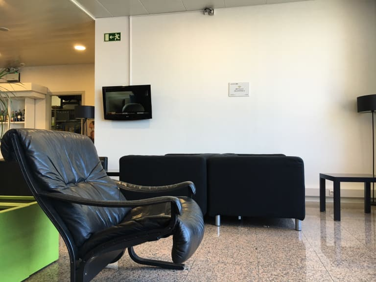 Fao Cip Lounge Reviews Photos Main Terminal Faro International
