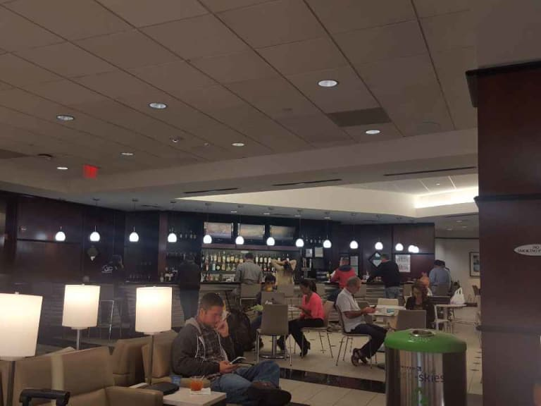 IAH: United Airlines United Club Reviews & Photos - Terminal E ...