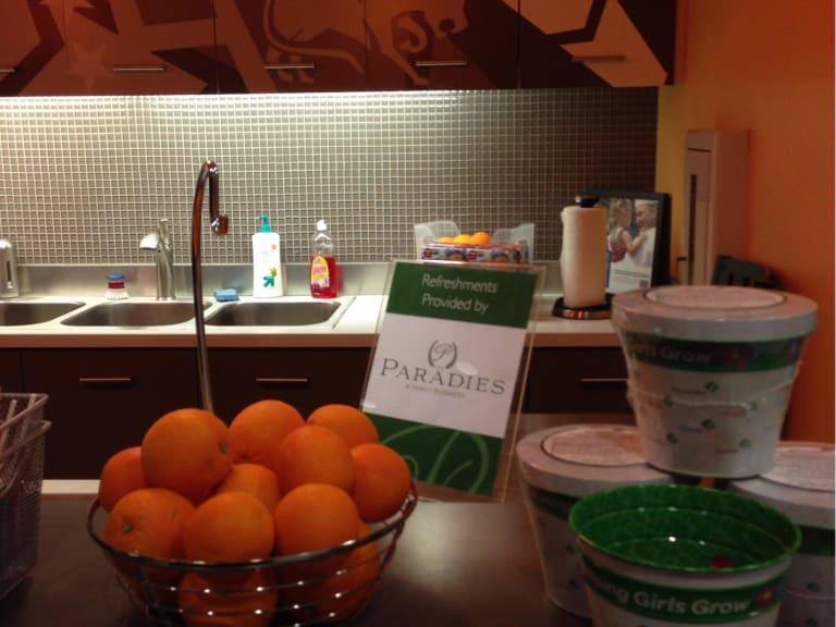 PHX: USO Lounge Reviews & Photos - Terminal 4, Phoenix Sky