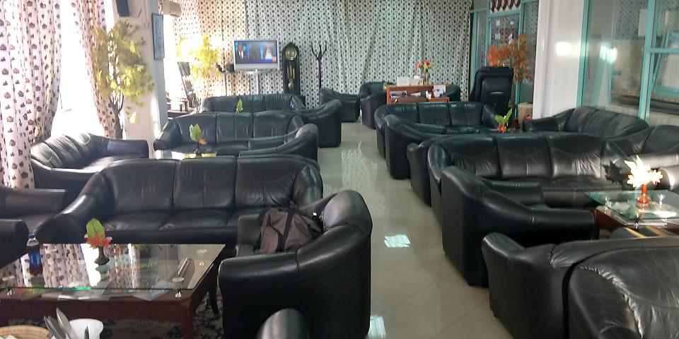 Tanzanite Lounge (JRO)