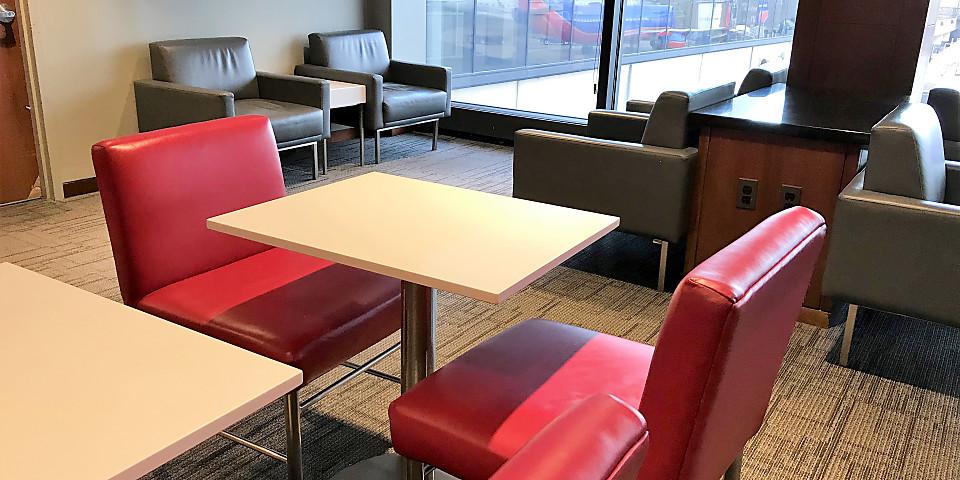 Air Canada Maple Leaf Lounge (EWR)