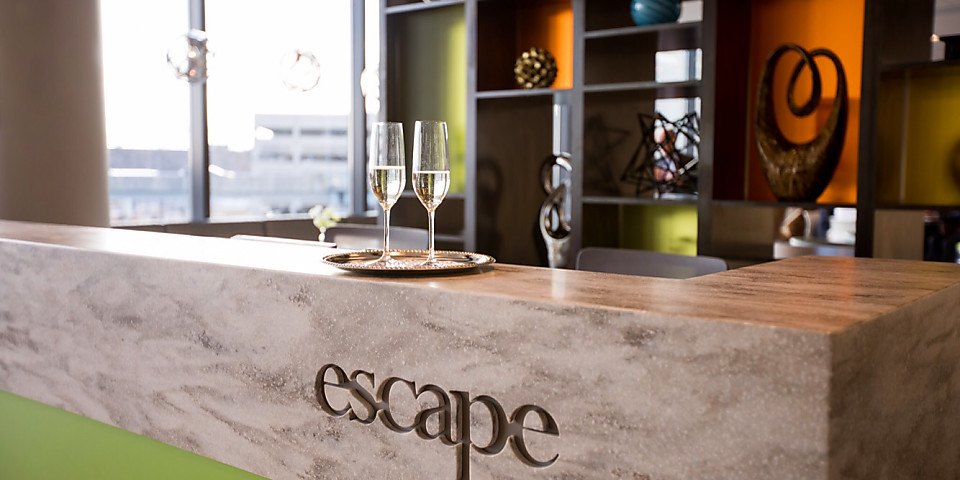 Escape Lounge (BDL)