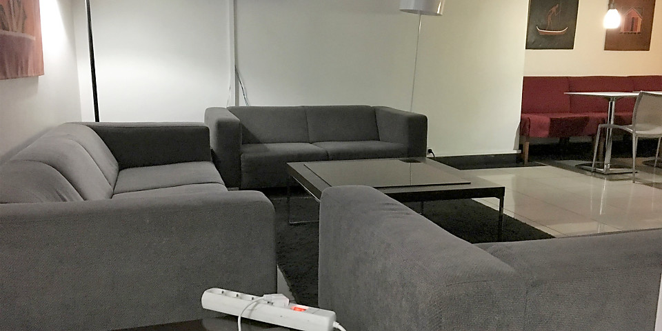 Airport Lounge (TNR)
