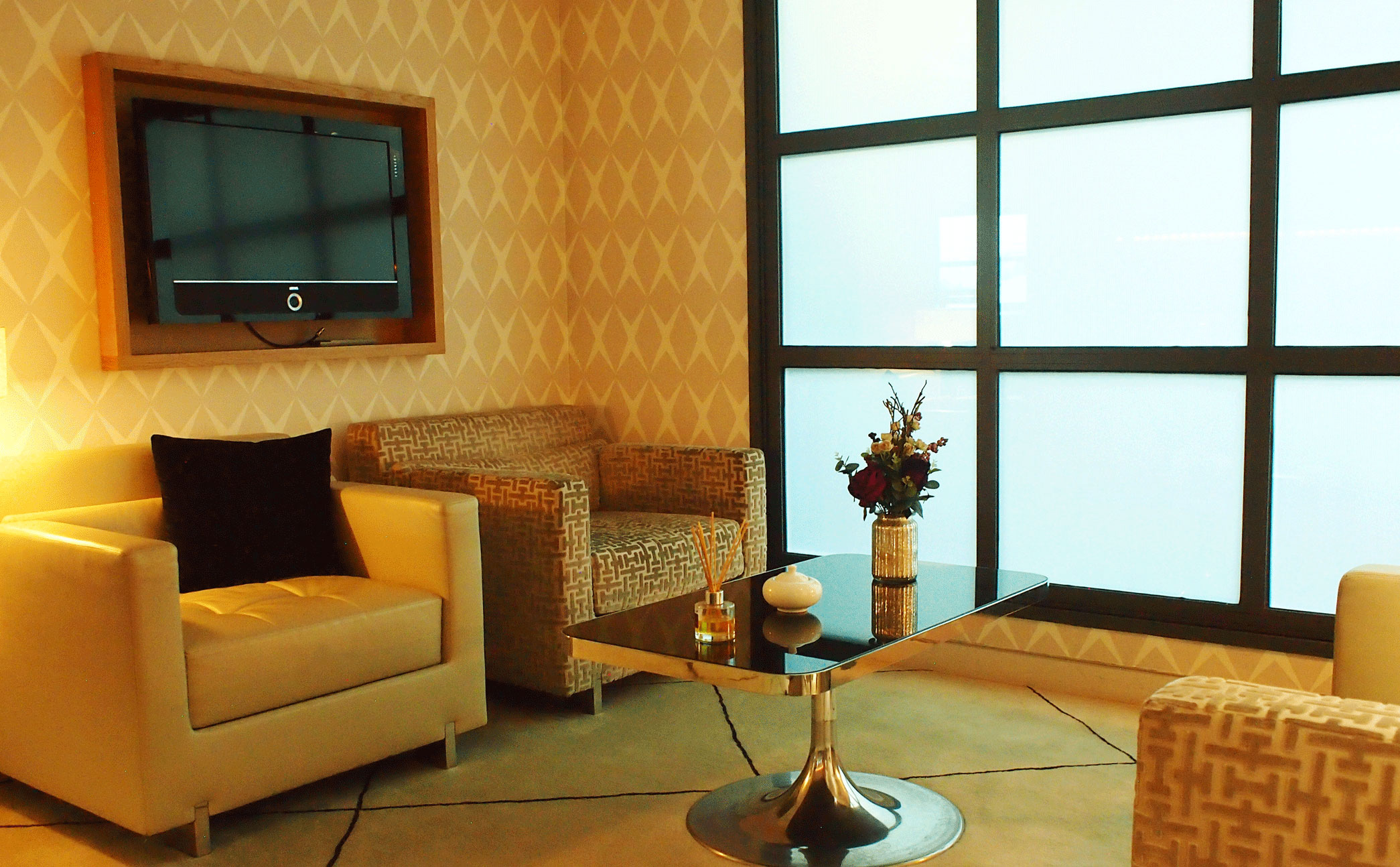 """London City First Class Lounge (LCY) - The World's Most Affordable """"Private Jet"""" Ground Experience-post-image"""