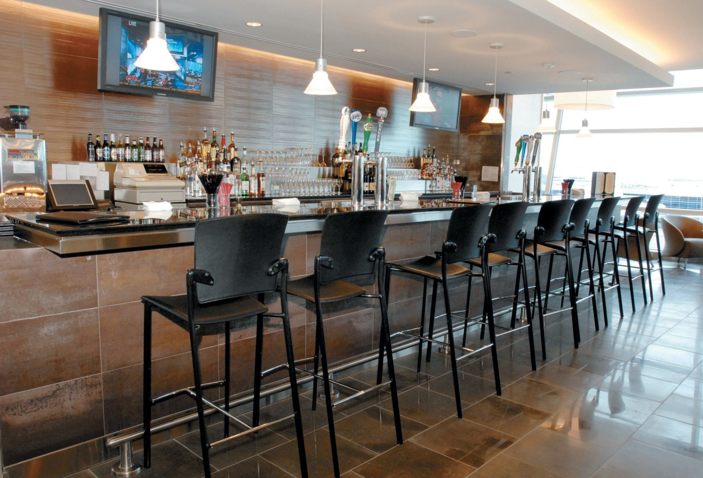 The Ultimate Guide to Admirals Club | LoungeBuddy