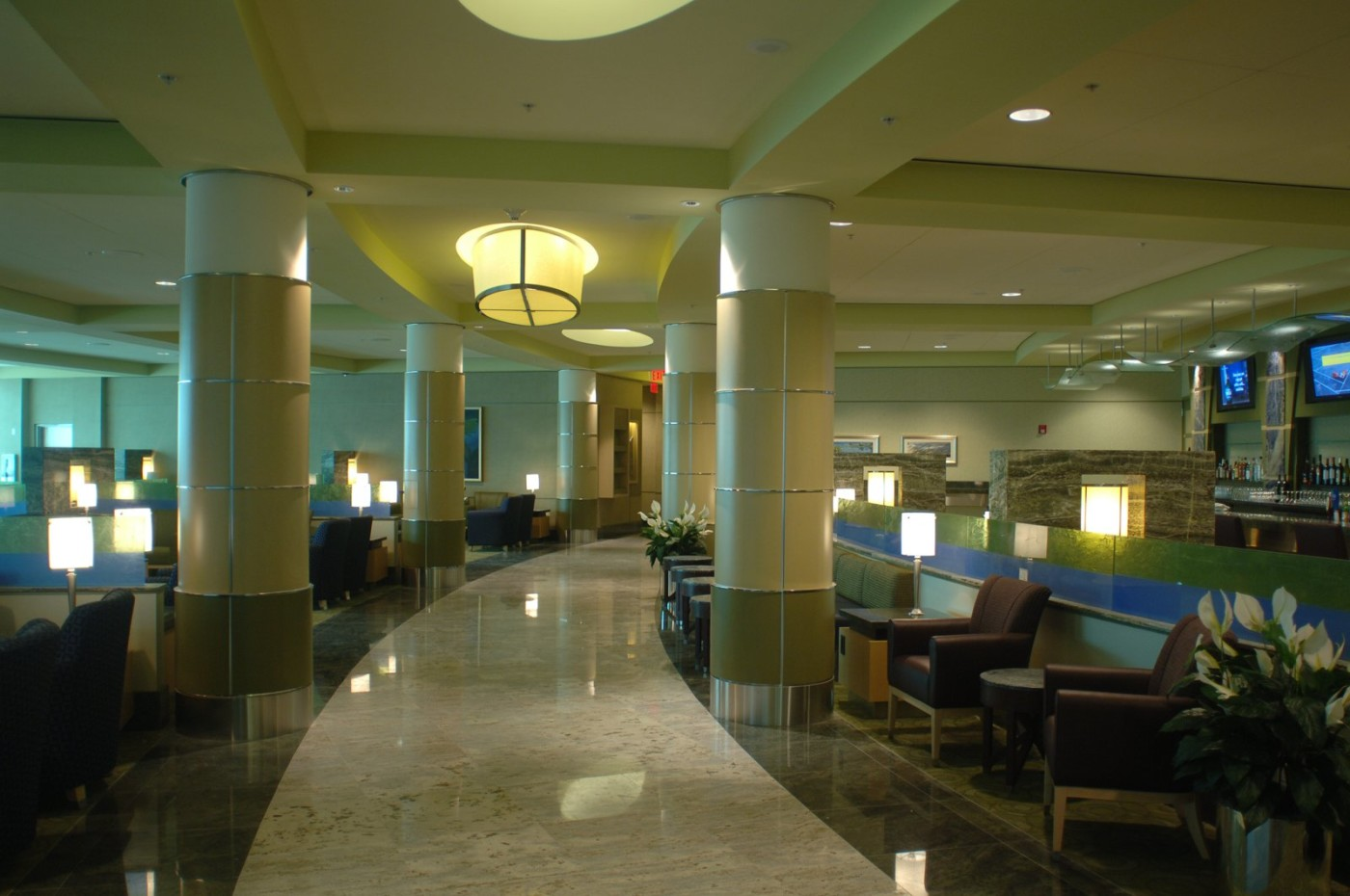 accessing admirals club lounges