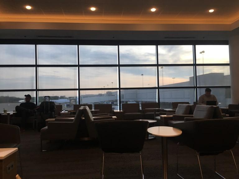 Bna Delta Air Lines Delta Sky Club Reviews Amp Photos
