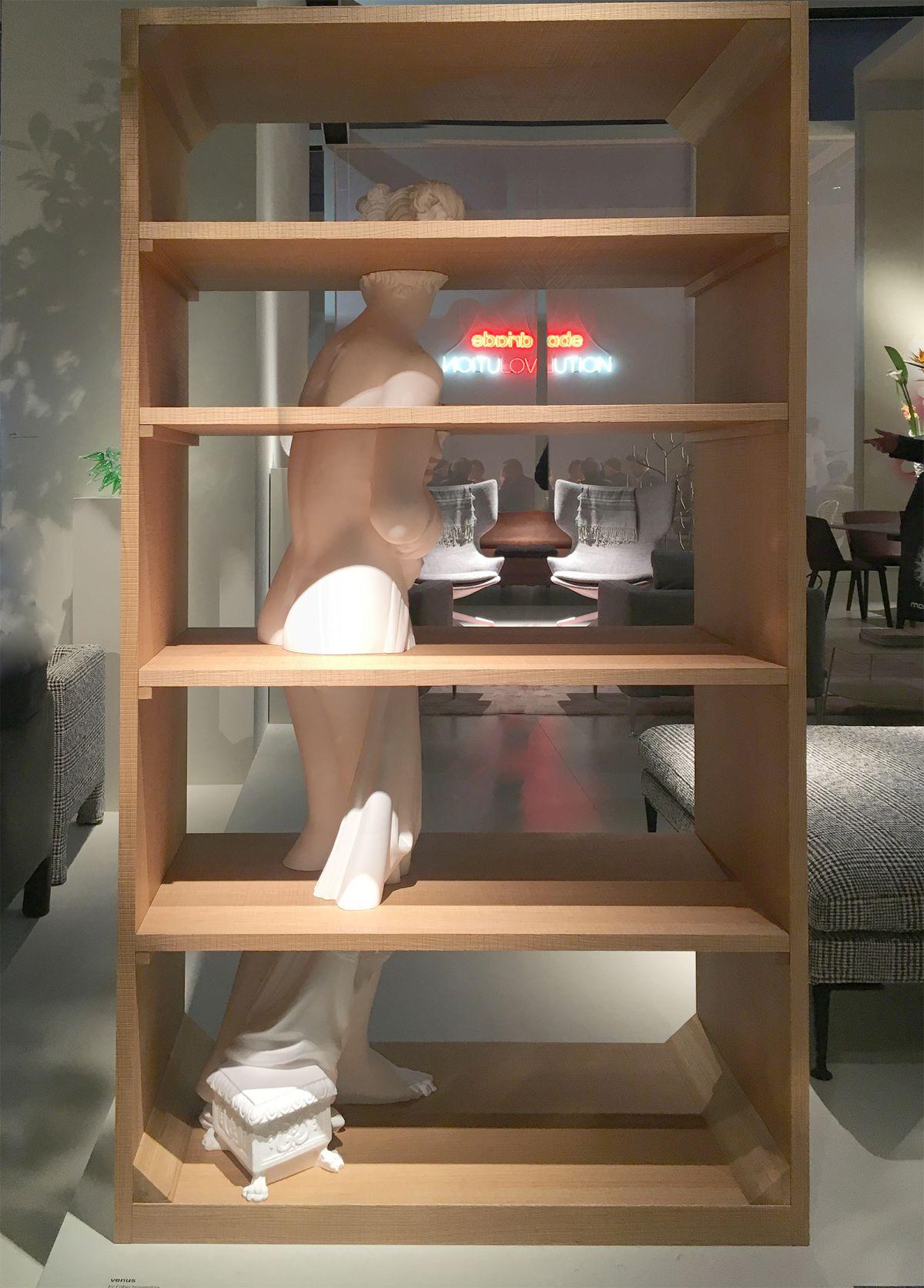 La Venere di Canova incastonata nella libreria da Fabio Novembre per Driade
