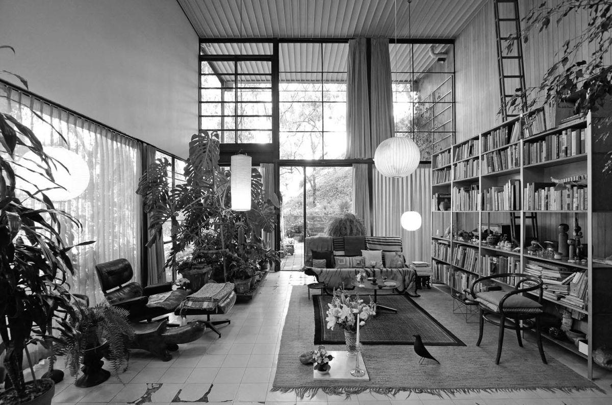 La casa degli Eames e da loro costruita, conosciuta come la Case Study House No. 8, 1949 (Pacific Palisades, CA)