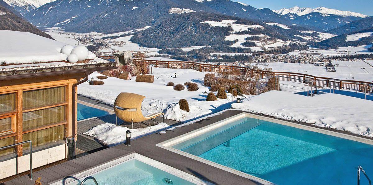 La vista dalla terrazza con piscine dell'Hotel Hubertus