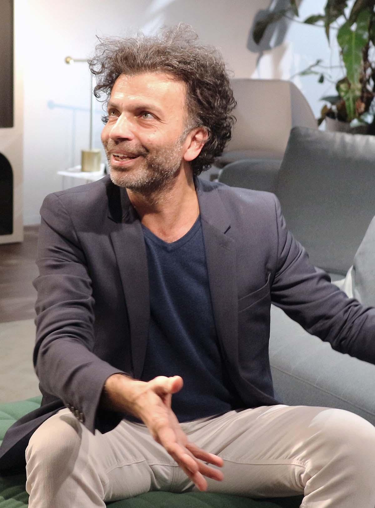 Fabrice Berrux seduto sul suo Panorama