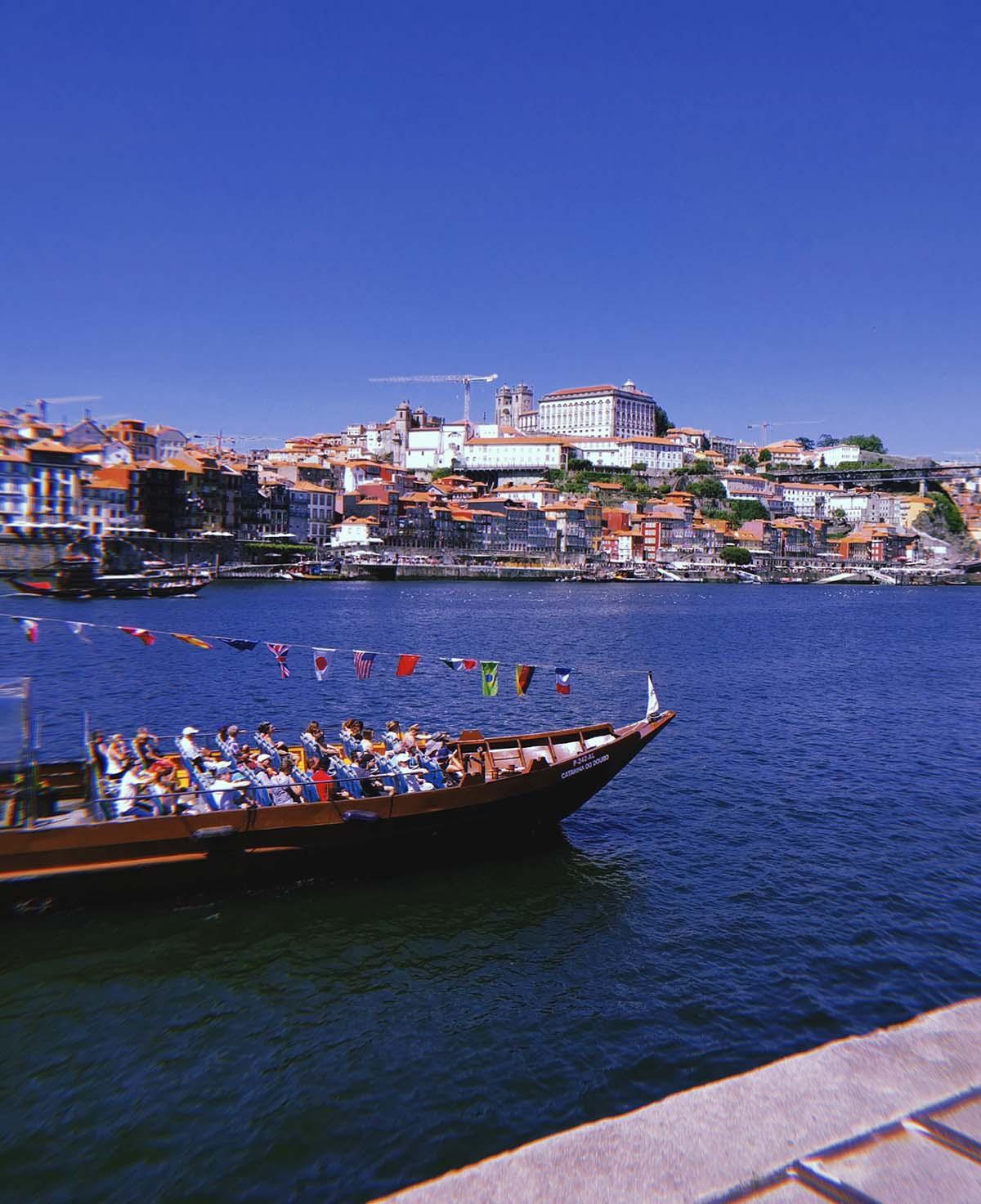 Porto vista da Vila Nova de Gaia. A separare le due, c'è il fiume Douro