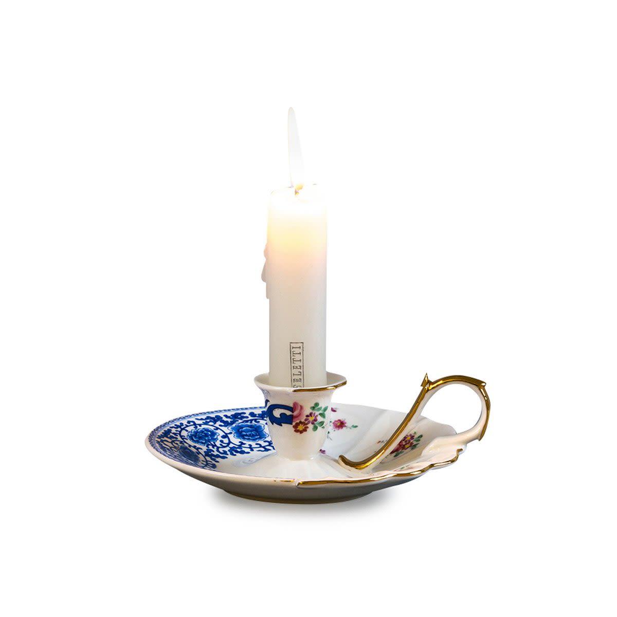 Stile romantico per il portacandele Hybrid-Laudomia di Seletti, realizzato in porcellana Bone China