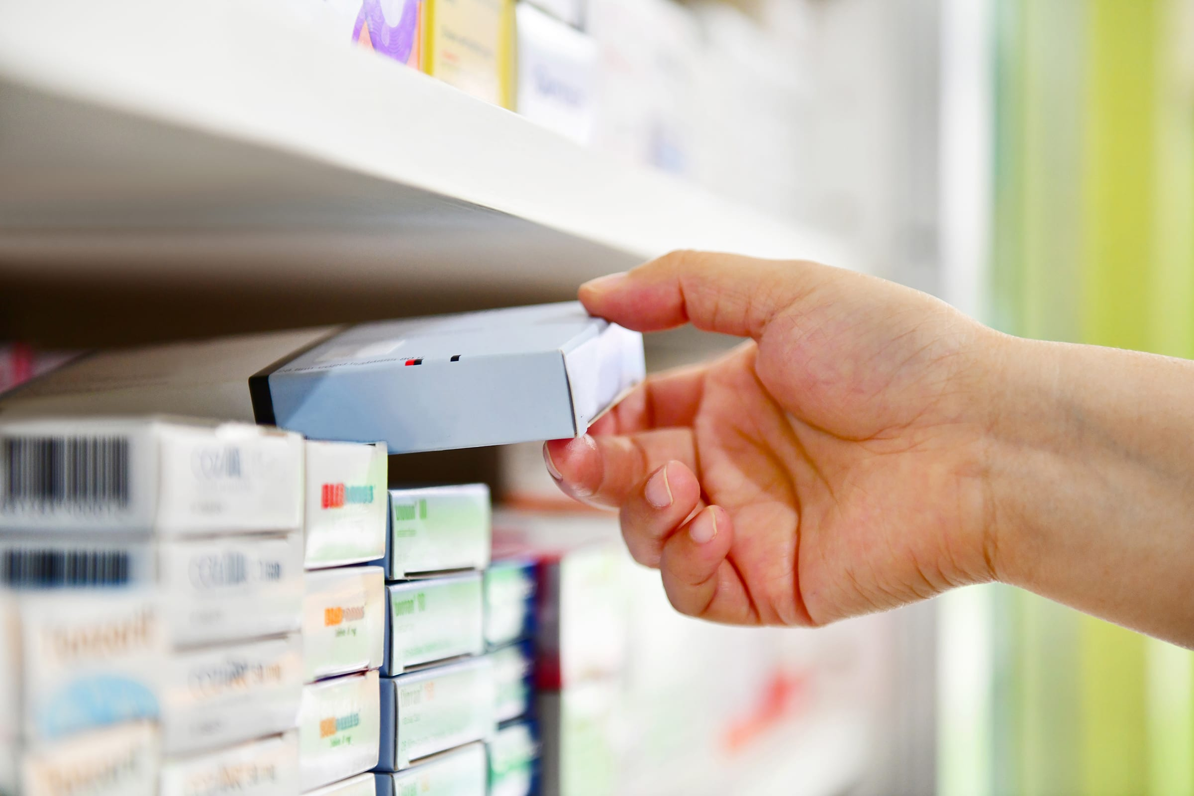 hand shelving medications