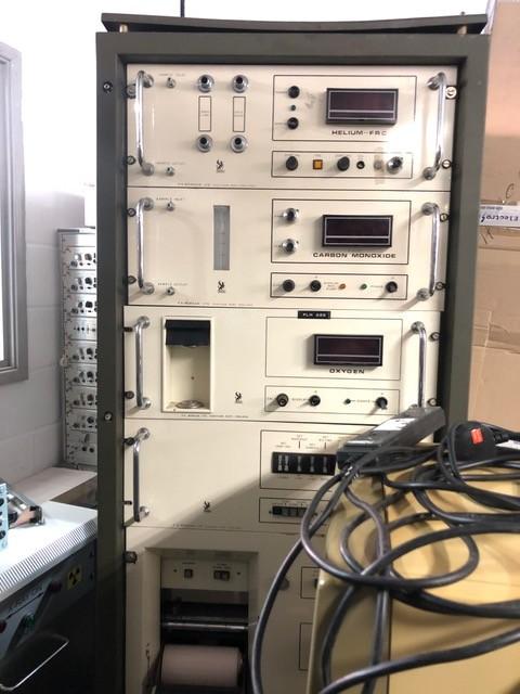 Industrial gas analysis electronics rack on wheels