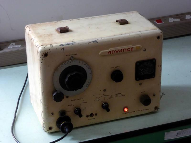Practical period roundy cornered electronics lab signal generator