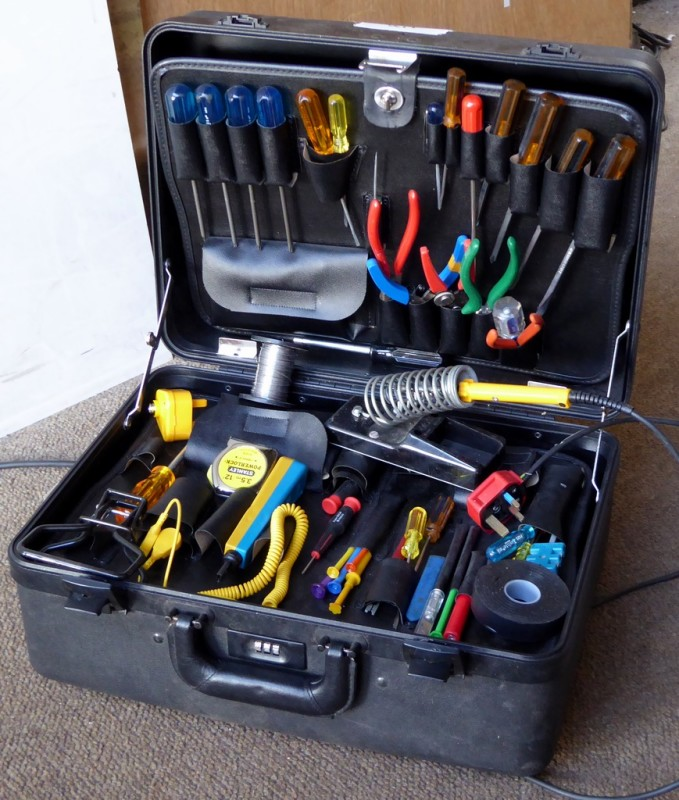 Electronics service technicians tool case with tools