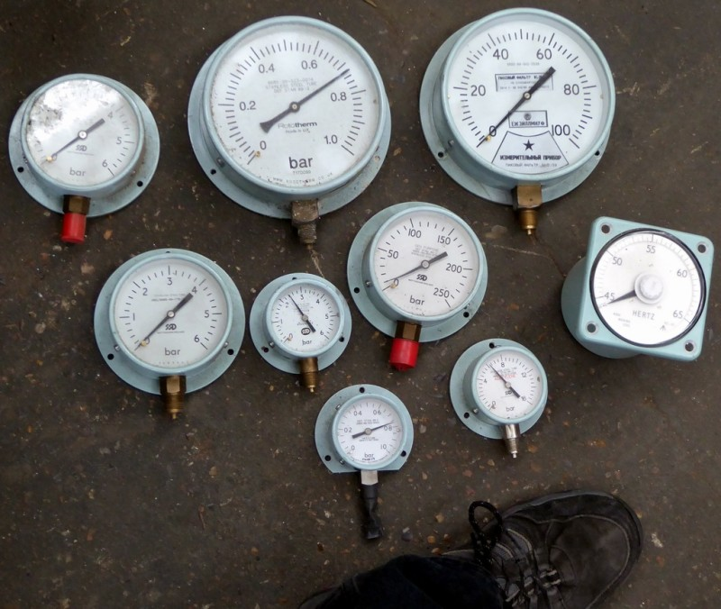 Example selection of Genuine navy pressure gauges & dials