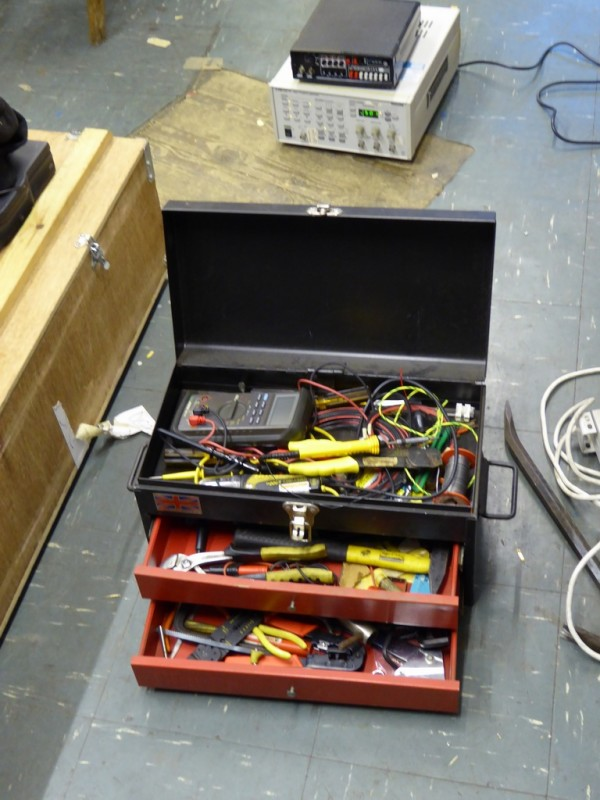 Electronics service technicians tool chest with drawers
