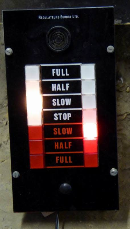 Practical speed control panel with latching illuminated buttons
