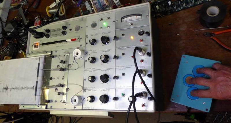 Practical lie detector/polygraph/seismograph/chart recorder
