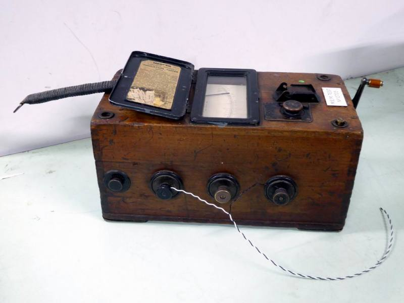 Vintage electrical leakage safety tester/ electric shock torture machine