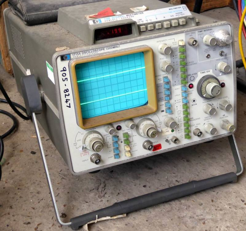 Practical HP 1715A laboratory oscilloscope with blue screen, coloured buttons