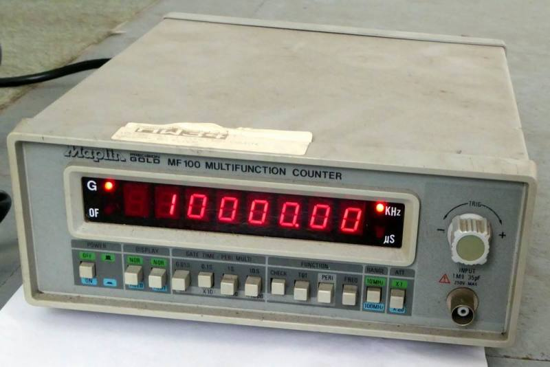 Electronics lab frequency counter