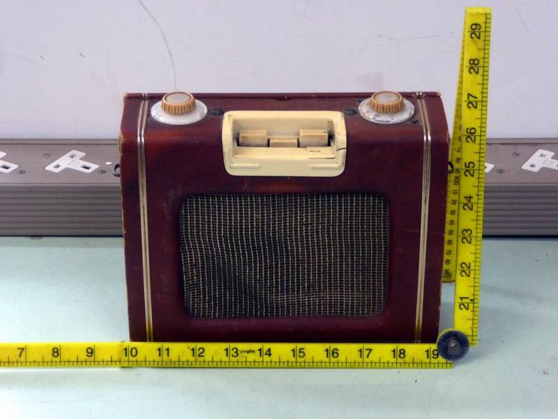 Period 1950s Ever Ready Sky Leader portable transistor radio