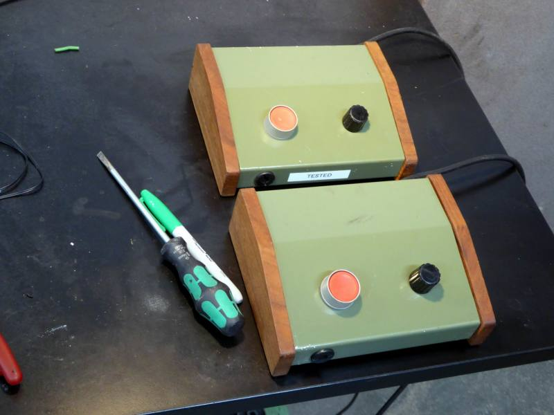 Desktop red button & knob box in Khaki with wooden cheeks