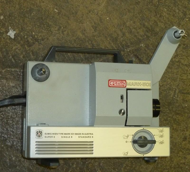 Practical dual standard 8mm cine projector