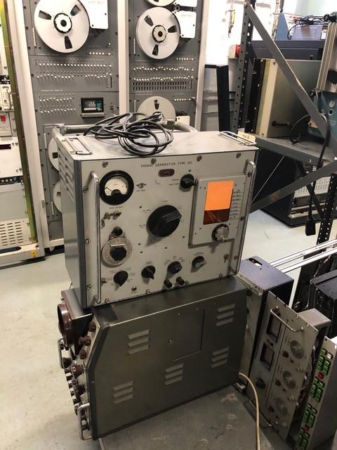 Period Airmec 201 radio frequency signal generator