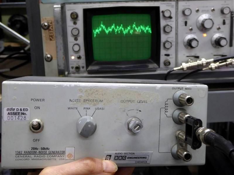 General Radio random noise/spiky waveform/mountain peaks wobble box generator